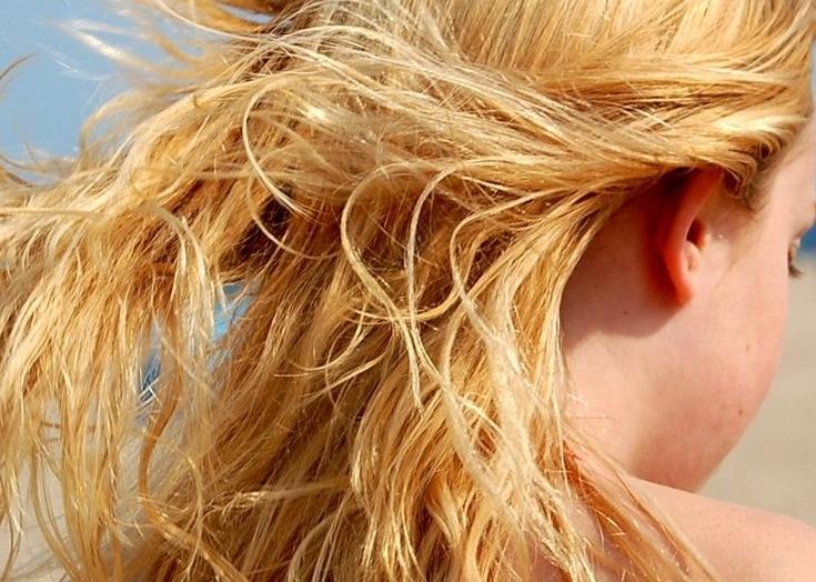 Rimedi naturali per capelli rovinati dal sole