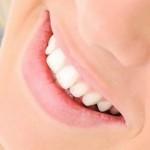 Come sbiancare i denti con i rimedi naturali