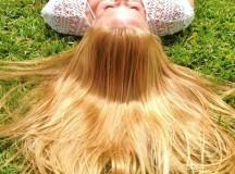 Come schiarire i capelli: 8 metodi fai-da-te più efficaci e facili da mettere in pratica